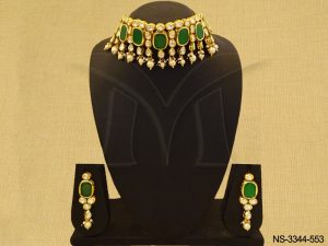 Chokor Shape Kundan Necklace Set